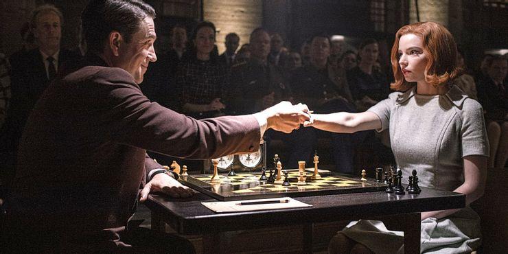 hombre y mujer juegan